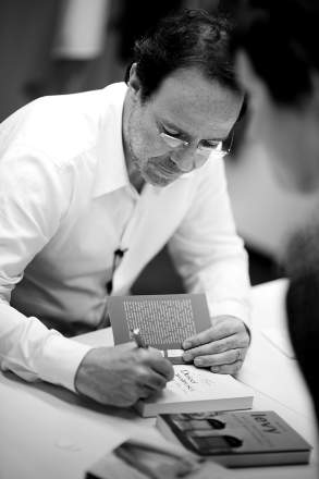 Poland Signing June 2010 - Marc Levy