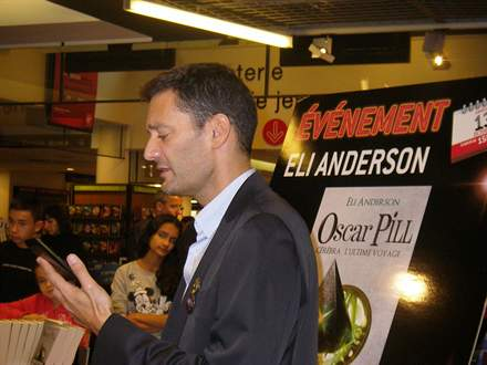 PHOTO-6 - Eli Anderson au Virgin Megastore - Versilio