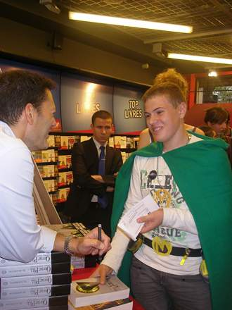 PHOTO-11 - Eli Anderson au Virgin Megastore - Versilio