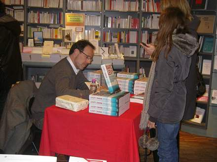 PHOTO-2 - Marc Levy, Librairie de Paris 15.2.2013 - Versilio
