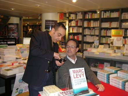 PHOTO-6 - Marc Levy, Librairie de Paris 15.2.2013 - Versilio